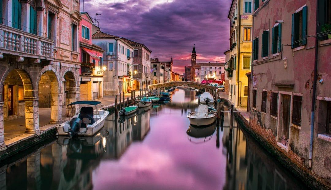 Louez un bateau pour découvrir les villes françaises ou étrangères autrement
